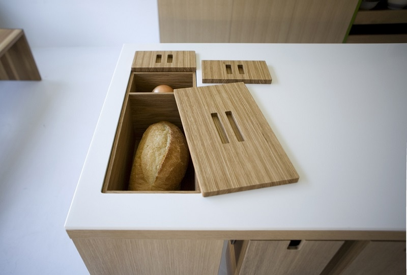 A built-in breadbox